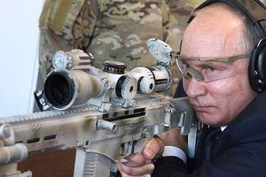 Tổng thống Nga Putin trổ tài bắn tỉa