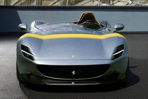 Ferrari bất ngờ ra mắt 2 mẫu mui trần phong cách xe đua hoài cổ