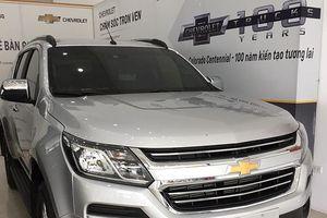 Ô tô nhập về Việt Nam giảm cực mạnh