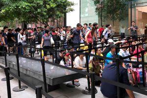 Công nghệ 24h: Người Việt xếp hàng mua iPhone mới ở Singapore thế nào?