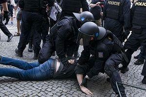 Cảnh sát Czech căng mình chống khủng bố
