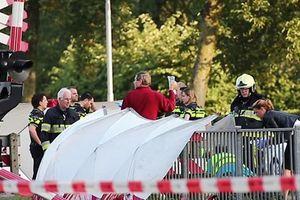 Đoàn tàu đâm vào xe đạp khiến 4 trẻ em thiệt mạng