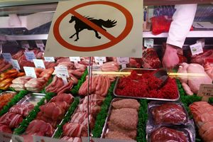 Nhân vụ dâu tây Australia bị cắm kim khâu, điểm lại các bê bối thực phẩm rúng động