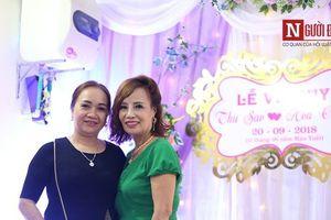Bạn bè, hàng xóm chúc phúc cho cô dâu 61 tuổi lấy chồng 26 tuổi