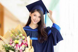 Ngay sau khi kết thúc nhiệm kỳ tại Hoa hậu Việt Nam, Á hậu Thùy Dung khoe ảnh rạng rỡ trong ngày tốt nghiệp