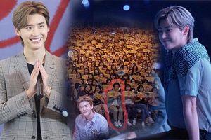 Netizen Thái bấn loạn vì chàng fanboy 'quen quen' này tại fanmeeting của Lee Jong Suk
