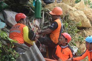 Sau siêu bão Mangkhut, Philippines lại đối mặt với lở đất, ít nhất 4 người chết, hàng chục người mắc kẹt
