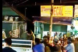Thanh niên lao vào cửa kính tử vong: Tạm giữ 5 nam sinh