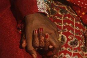Ông chú 44 tuổi cưới cô bé 15 tuổi làm vợ 2