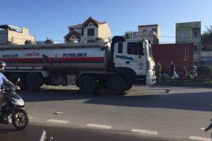 Va chạm với xe bồn chở xăng dầu, 2 nam thanh niên chết thảm
