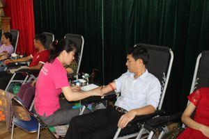 Ninh Bình: Gần 500 người dân huyện Yên Mô tham gia hiến máu