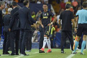 Cristiano Ronaldo mất tất cả vì thẻ đỏ?