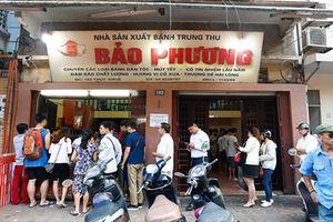 Người Hà Nội 'rồng rắn' xếp hàng mua bánh Trung thu cổ truyền