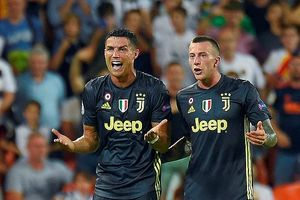 Ronaldo khóc như mưa khi nhận thẻ đỏ ở trận Valencia 0-2 Juventus