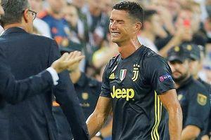 Nắm tóc đối thủ, khóc lóc rời sân: Ronaldo đối diện kịch bản tồi tệ