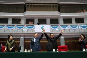 Ông Kim tặng ông Moon món quà đặc biệt 'vừa đắt tiền, vừa cảm động'