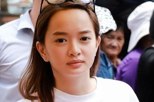 Hồ Ngọc Hà, Kaity Nguyễn đến nhà thờ của Hoài Linh dâng hương Tổ nghề