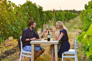 Hầm rượu kỷ lục rộng đến mức du khách có thể tham quan bằng ôtô