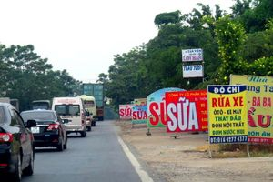 Hành lang đường QL32 qua huyện Ba Vì: Tiếp tục tái diễn vi phạm