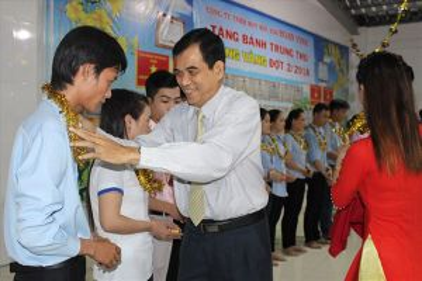 Đón Tết Trung thu, công nhân được tặng vàng