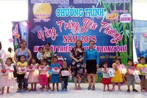 LĐLĐ huyện Long Phú (Sóc Trăng): Trao hơn 200 suất quà Trung thu cho con CNVCLĐ.