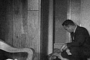 Nam diễn viên chết lõa thể ở phòng tắm trong tư thế rùng mình