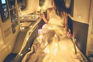 Dân mạng chế nhạo cô gái chụp ảnh sang chảnh trên máy bay