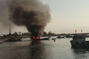 Cháy tàu cá trên biển, 2 ngư dân được cứu sống