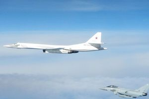 Không quân Anh, Pháp chặn máy bay ném bom Nga vì 'gọi không trả lời'