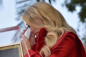 Carrie Underwood bật khóc khi nhận sao trên Đại lộ Danh vọng
