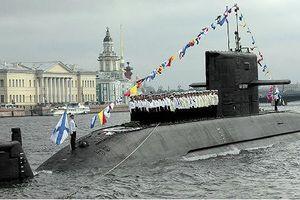 Nga hạ thủy tàu ngầm 'tàng hình'