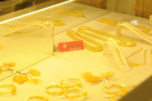 Giá vàng hôm nay 21/9: Giá vàng tăng mạnh do đồng USD lao dốc