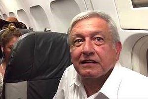 Tổng thống đắc cử Mexico bị mắc kẹt trên máy bay chở khách nhiều giờ