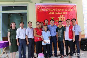 Bàn giao 2 nhà tình nghĩa cho người nghèo ở Đô Lương