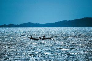 Phà chở quá tải lật trên hồ nước lớn nhất châu Phi, 44 người thiệt mạng