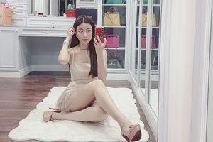 'Ngã quỵ' trước căn phòng ngập hàng hiệu của Hoa hậu Lam Cúc