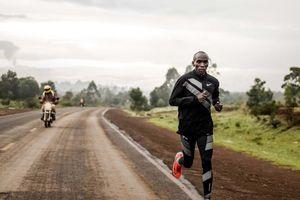 Kipchoge - từ đi bộ tới trường đến kỷ lục điền kinh thế giới