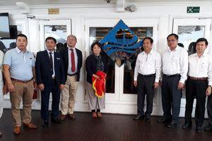 Quảng Ninh: Trao nhãn sinh thái 'Cánh buồm xanh' cho tàu du lịch trên vịnh Hạ Long