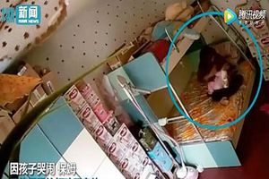 Phẫn nộ clip bảo mẫu đánh, bịt khăn kín mặt bé 7 tháng tuổi vì khóc