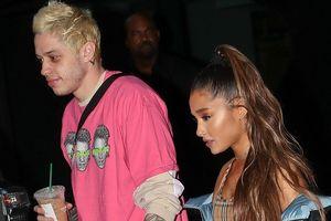 Ariana Grande nắm tay bạn trai dạo phố
