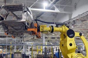 Thời đại công nghệ, các hãng ô tô vẫn thuê nhiều nhân công