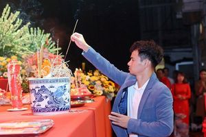 Xuân Bắc, Tự Long thành kính dâng hương trong lễ giỗ Tổ nghề sân khấu
