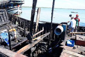Tàu cá bốc cháy, 2 cha con ngư dân ở Quảng Ngãi nhảy xuống biển thoát thân