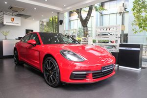 Chi tiết Porsche Panamera màu đỏ giá 6,3 tỷ đồng tại VN