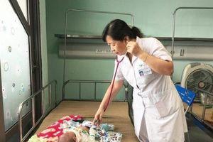 Ngỡ cảm cúm thông thường, gần 20 trẻ phải nhập viện