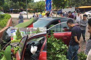 Hà Nội: Tài xế lái Mazda 3 vừa bị xử phạt lại gây náo loạn gây tai nạn trên đường Cầu Diễn
