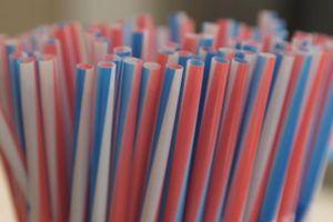 California hạn chế ống hút nhựa