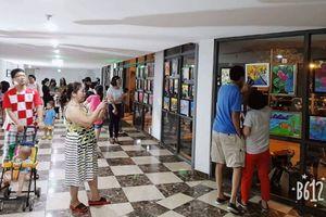 Rộn ràng Tết trung thu ở chung cư Hà thành: Các mẹ chung tay trang trí, trẻ 'hò nhau' vẽ tranh thật đẹp