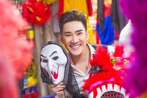 Ca sĩ Quang Hà thân thiện chụp ảnh cùng fan dịp Trung thu và tiết lộ về bạn gái của mình