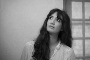 Nữ đạo diễn Việt kiều Caroline Guiela Nguyễn: Từ hiện thực đến tưởng tượng